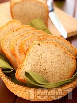Вкусен пълнозърнест хляб с брашно грахам в машина за хляб (домашна хлебопекарна) - снимка на рецептата